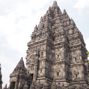 まるで燃え盛る炎!プランバナン遺跡の寺院構造、ロロ・ジョングラン伝説、ジョグジャカルタからの行き方までを徹底解説
