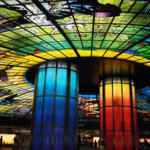さくらももこの死の暗示!台湾高雄の美麗島駅は色鮮やかなステンドグラスとちびまる子ちゃんでいっぱいだった