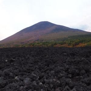 岩手山の噴火跡!「焼走り熔岩流」はこの世のものとは思えない唯一無二の真っ黒な絶景だった