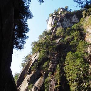立ちはだかる壮大な奇岩の絶景!山梨県昇仙峡で仙娥滝と覚円峰に感動した