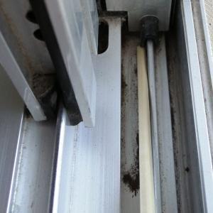 たまには真剣に窓周辺を掃除してみよう