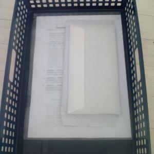 モノトーンの透けないクリアファイルでスッキリ