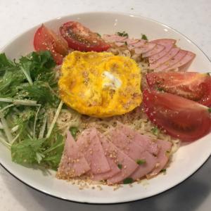 三連休初日のお昼ごはんは、サッポロ一番塩らーめんを冷やしで。
