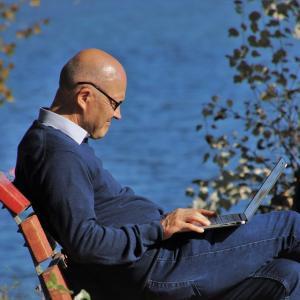 専業ブロガーで生活する方法とは?ブログ収益を活用して早期退職した体験談