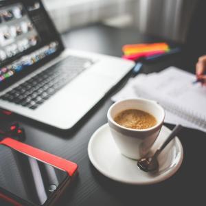 早期退職者のブログが増加した理由とは?リストラ時代に生きがいを見つける中高年サラリーマン