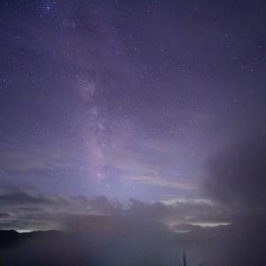 雲は流れ星を隠すが光の芸術も演出してくれます