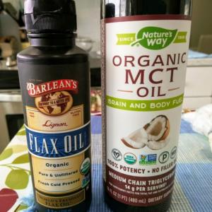 毎朝のフラックスオイルに、MCTオイルが加わりました ~