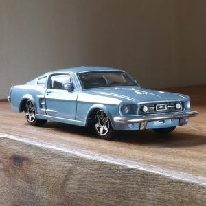 ブラーゴ 1/43 フォード マスタング GT