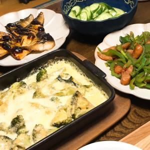【初老夫婦ごはん】サバの塩焼き・ブロッコリーのチーズ焼き・ピーマンとウインナーのカレー炒め
