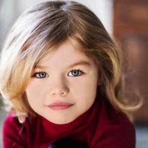 世界で最も美しい少女に選ばれた6歳の少女 う~~ん大人っぽい6歳とは思えない