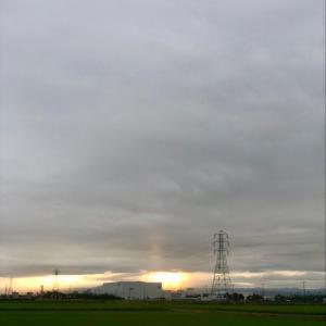 雨中顔を出した朝日と鉄塔群 ・ 7月27日月曜日