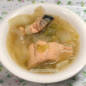 鱒のコンソメスープを調理