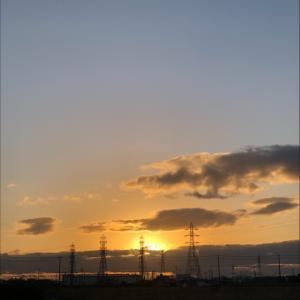 夕暮れ時の鉄塔群