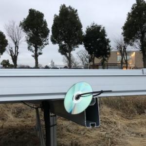 太陽光発電所の鳥対策にCD-Rをぶら下げるの巻