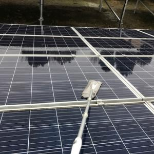 クイックルワイパーで太陽光パネル清掃してみた