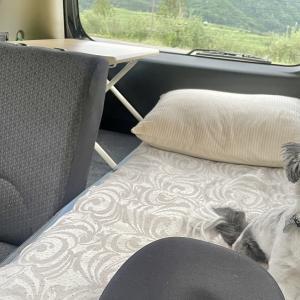 どこにも行くことができない日々。気分転換用に車内で寝床スペースを。