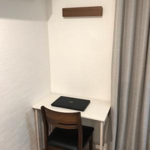 楽天で購入した折りたたみデスク!ホワイト&おしゃれでシンプルな在宅ワーク用の折りたたみ机!