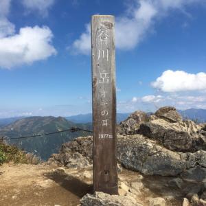 耳の間の紅葉が素晴らしい!!(3)快晴の谷川岳 2021.09.23