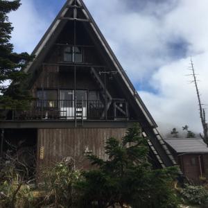 三角屋根のかわいい高谷池ヒュッテ(4)火打山妙高山縦走2日間