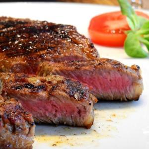 贅沢病の痛風が気になる人!痛風を引き起こす食材と症状の原因とは?
