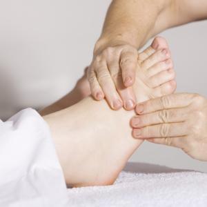 #KuToo 足の健康を守る為に外反母趾の事を知って対策・予防しましょう!