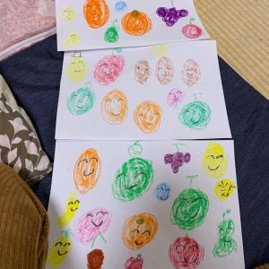 息子がフルーツを描いてくれました。