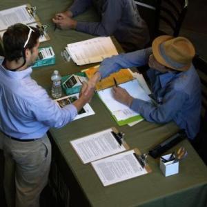 〔米国〕やや改善も高い水準を維持する失業保険申請件数