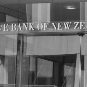 9月23日 FX 本日の為替相場~RBNZ政策金利、各国製造業PMIなど