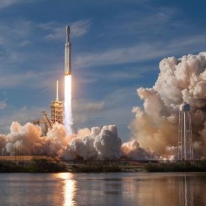 新規事業で成功した6つの10バガー株から学ぶ二段式ロケット投資法