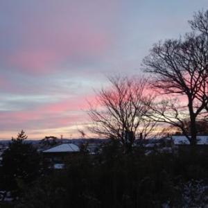 冬の窓「朱鷺色の朝焼け」