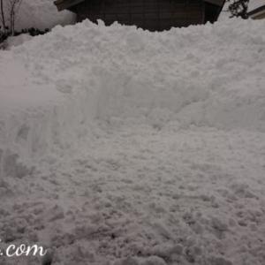 雪掘りどうにか終わったけれど、今日も夫帰れず