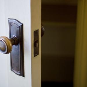 『扉の向こう』が面白くない…『あなたの番です』スピンオフ【huluで配信中】