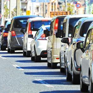 渋滞時の車中は危険がいっぱい!熱中症やかくれ脱水にお医者さんも警鐘。
