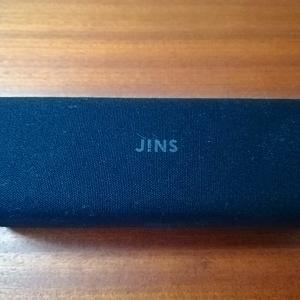 JINSでブルーライトカット40%の眼鏡を買ったら目元が暗くなったけど目が疲れにくくなった。
