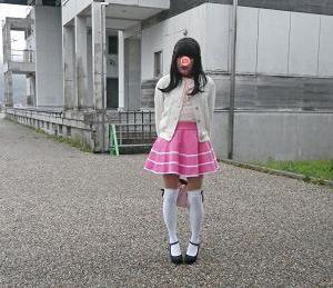 ピンクのミニスカート