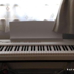 狭いリビングダイニングの窓際にピアノをレイアウト|インテリア紹介
