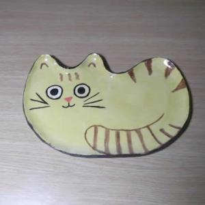 かわいいな 猫のお皿