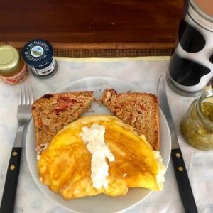139日目  朝食に、初めて作ったふわふわオムレツ