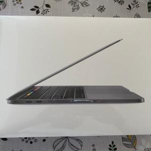 MacBook Pro買っちゃった!でもベーシックモデル。早速データ移行でつまづく….