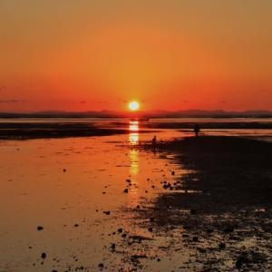 晩秋、荒尾干潟の夕陽を眺める・・・人々の息吹