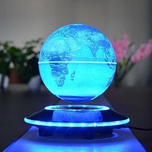 光りながら宙に浮く地球儀「電磁誘導マグネットグローブ」。インテリアとしてもオシャレで美しい