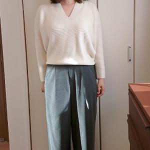 ユニクロ もう1枚買った3Dコットンコクーンセーターとハイウエストタックワイドパンツ