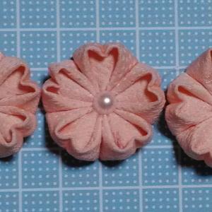 着物リメイクでつまみ細工_ほんのりピンクの桜作りました♪