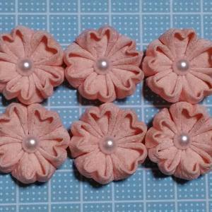 着物リメイクでつまみ細工_ほんのりピンクでサイズ違いの桜作りました♪