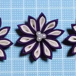 着物リメイクでつまみ細工_紫と白の二重剣つまみ