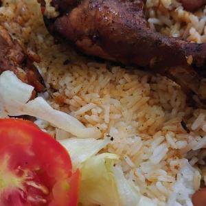 ドミニカ共和国の超良心的値段の昼ごはんです
