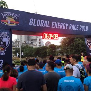 インドのマラソン大会でノリノリ!