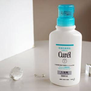 50代の乾燥肌の粉ふきに唖然として、キュレルの入浴剤を試し中