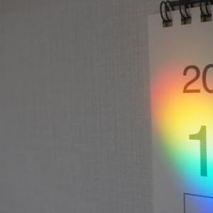 サンキャッチャーの代わりにこれを置くだけで部屋に虹が!