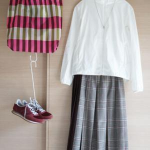 チェック&チェックはどこまでOK?ギャローリア秋色スカートとユニクロパーカで50代春コーデ